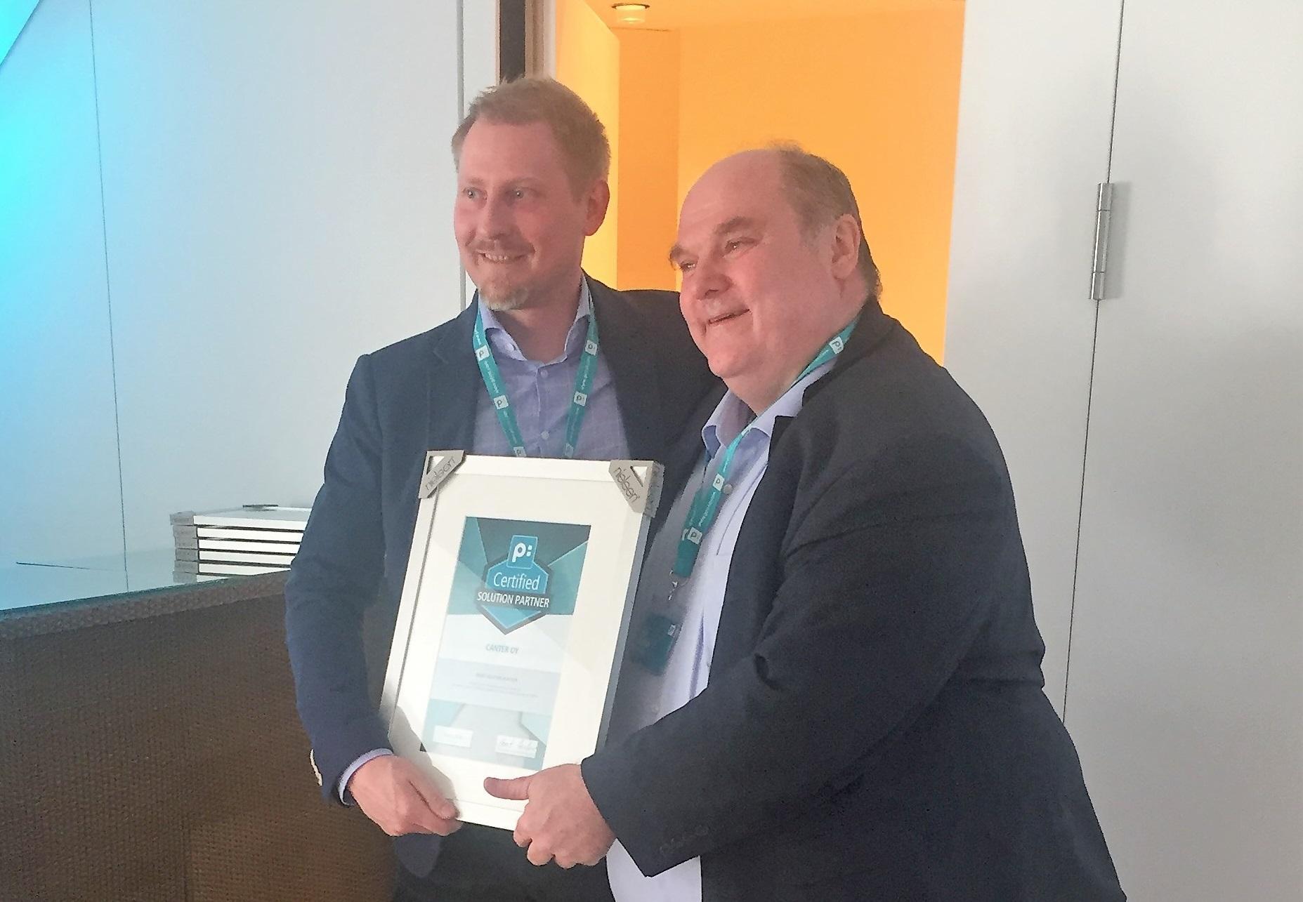 Janne Costiander Canterilta vastaanotti priint Groupin kumppanisertifikaatin toimitusjohtaja Horst Huberilta. Olemme priint Groupin ainoa sertifioitu partneri Suomessa. Yhteistyötä on takana jo kuusi menestyksellistä vuotta.